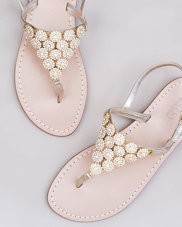 Sandali gioiello in pelle platino con madreperla