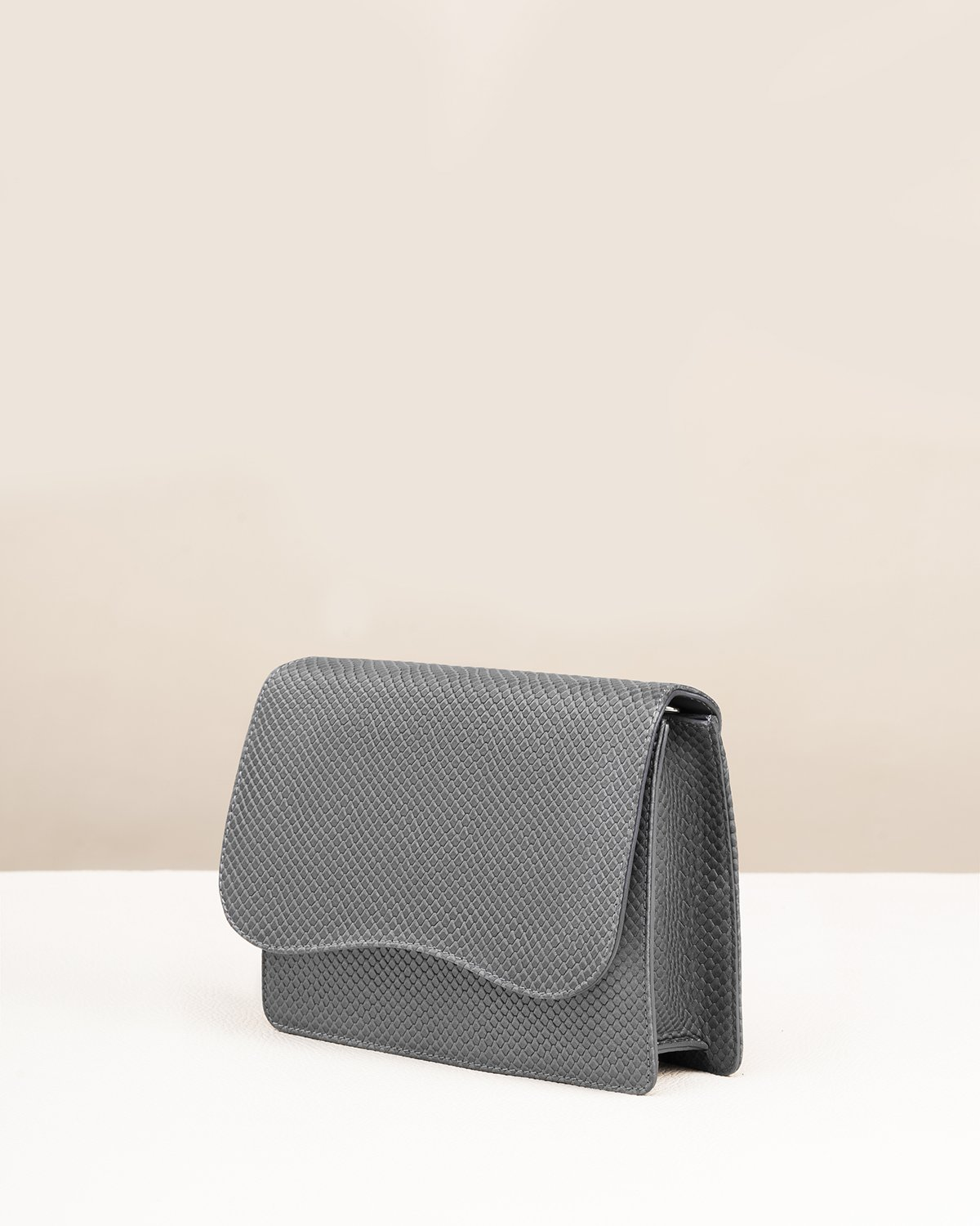 Kilesa italian grey leather shoulderbag